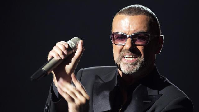 George Michael, en pleine tournée européenne avec un récital inédit dans les atours d'un crooner pop, accompagné par un orchestre symphonique, a fait swinguer l'Opéra de Paris dimanche soir à l'occasion d'un gala de bienfaisance au profit de Sidaction, a constaté un journaliste de l'AFP. [AFP]