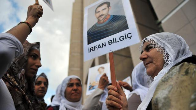 Le procès controversé de 44 journalistes accusés de liens avec les rebelles kurdes du Parti des travailleurs du Kurdistan (PKK) a débuté lundi à Istanbul en présence de nombreux militants des droits de la presse et de parlementaires dénonçant une atteinte à la liberté d'expression. [AFP]