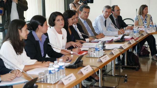 Le projet de loi de Finances pour 2013 ne prévoit pas de relèvement de la TVA dans la restauration, a assuré lundi à Bercy la ministre du Commerce et du Tourisme, Sylvia Pinel, à l'issue d'une réunion avec les professionnels du secteur. [AFP]