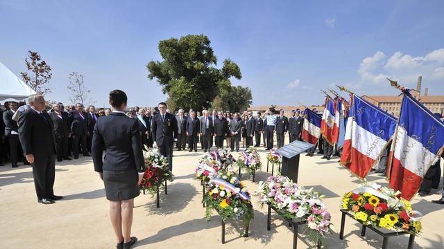 """Jean-Marc Ayrault a inauguré lundi après-midi à Aix-en-Provence le Mémorial du camp des Milles, le seul camp français d'internement et de déportation encore intact, qui a accueilli, """"sous autorité française"""", environ 10.000 prisonniers. [AFP]"""