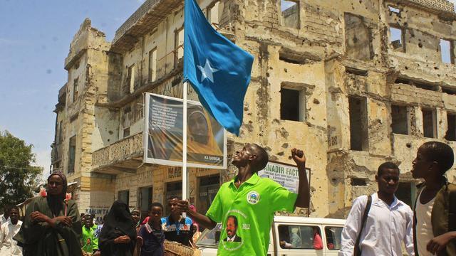 """L'élection présidentielle en Somalie est une opération des """"ennemis de la Somalie"""", a affirmé mardi à l'AFP le porte-parole des islamistes insurgés shebab, tout en s'abstenant de toute critique personnelle contre le nouveau président Hassan Cheikh Mohamoud. [AFP]"""
