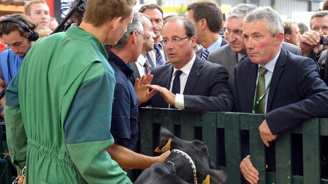 """François Hollande a déclaré mardi après-midi lors de son arrivée au 26e salon de l'élevage (Space) à Rennes qu'il était """"là pour mener la bataille"""", avant de prononcer en fin de journée un discours sur l'avenir de l'agriculture. [AFP]"""