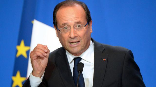 """François Hollande a réclamé mardi à Rennes """"la vérité sur tout ce qui s'est produit depuis des années"""" dans le groupe volailler Doux, mis en faillite, et il a assuré les salariés qu'aucun d'entre eux ne """"serait laissé sur le bord de la route"""". [AFP]"""