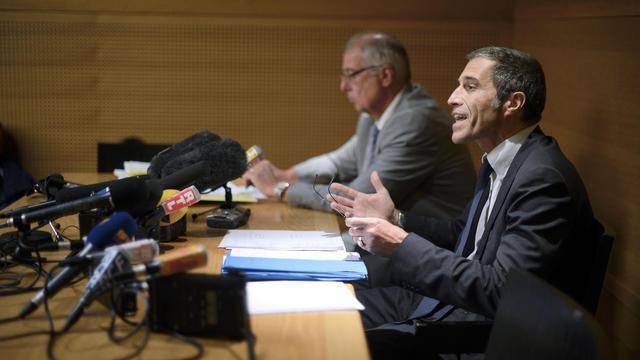 Le procureur Marc Cimamonti (d) donne une conférence de presse, le 12 septembre 2012 au palais de justice de Lyon [Jeff Pachoud / AFP]