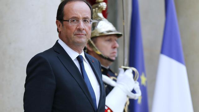 """Le président François Hollande, qui a reçu jeudi à l'Elysée les familles des otages français retenus au Niger, leur a assuré que que """"tout est fait, avec la plus grande détermination et responsabilité"""" pour obtenir leur libération, selon un communiqué de la présidence. [AFP]"""