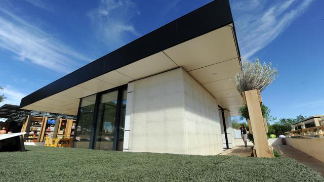 Une maison solaire de l'université allemande de Constance présentée le 13 septembre 2012 à Madrid à l'occasion du deuxième Solar Decathlon Europe (SDE) [Dominique Faget / AFP]