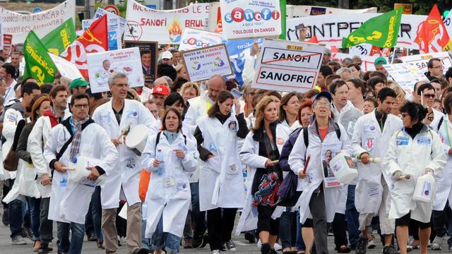 Des salariés de Sanofi manifestent contre la prochaine réorganisation du groupe, le 13 septembre 2012 à Toulouse [Pascal Pavani / AFP]