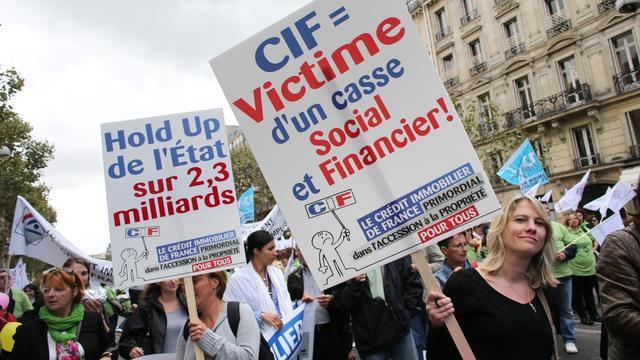 Des employés du Crédit immobilier de France (CIF) manifestent le 13 septembre 2012 à Paris [Thomas Samson / AFP]