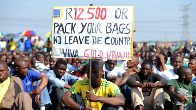 Des mineurs grévistes manifestent le 14 septembre 2012 à Marikana [ / AFP]