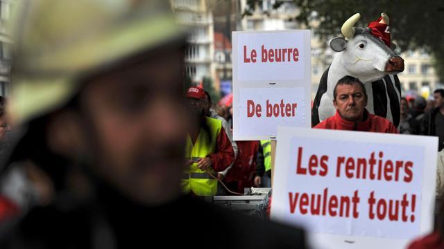 """Dans la manifestation """"pour une fiscalité plus juste"""", le 14 septembre 2012 à Bruxelles [John Thys / AFP]"""
