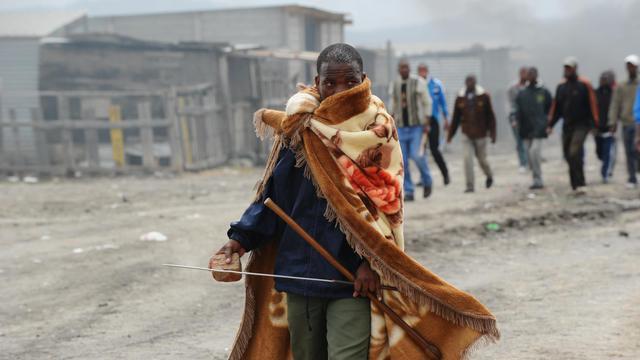 Un mineur en grève, à Marikana, le 15 septembre 2012 [Alexander Joe / AFP]