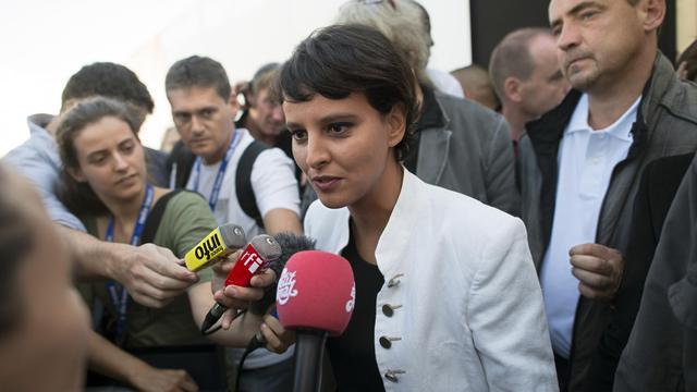 La ministre et porte-parole du gouvernement, Najat-Vallaud Belkacem, répond à la presse à la Fête de l'Humanité, le 15 septembre 2012 [Fred Dufour / AFP]