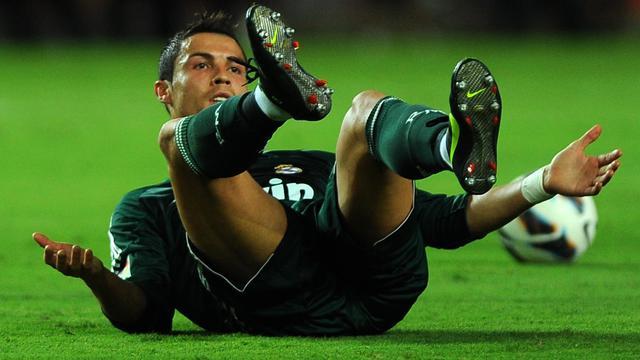 L'attaquant portugais du Real Madrid Cristiano Ronaldo, impuissant, face au FC Séville en championnat d'Espagne, le 15 septembre 2012, à Séville. [Jorge Guerrero / AFP]