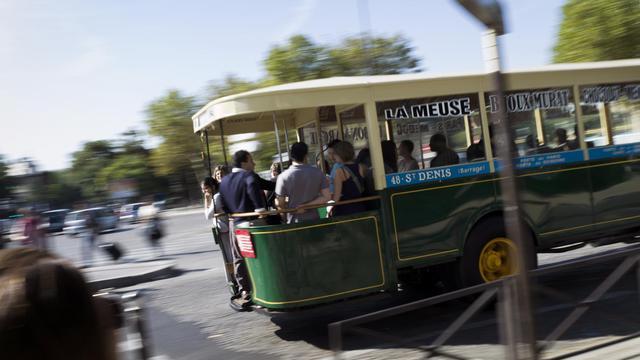 Un ancien bus dans les rues de Paris le 16 septembre 2012 à l'occasion des journées du patrimoine [Fred Dufour / AFP]