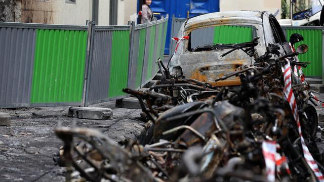 Une vingtaine de scooters incendiés, rue Lemercier, à Paris, le 17 septembre 2012 [Thomas Samson / AFP/Archives]