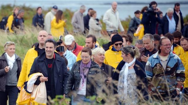 L'acteur José Garcia arrive le 17 septembre 2012 sur l'île de Molene [Damien Meyer / AFP]