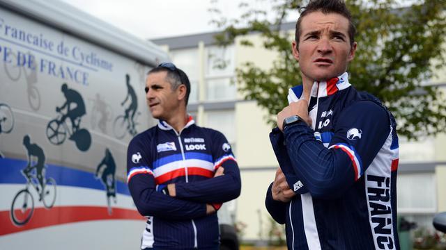 Le cycliste français Thomas Voeckler (d) avec le sélectionneur de l'équipe de France Laurent Jalabert, le 18 septembre 2012 à Valkenburg. [Franck Fife / AFP]