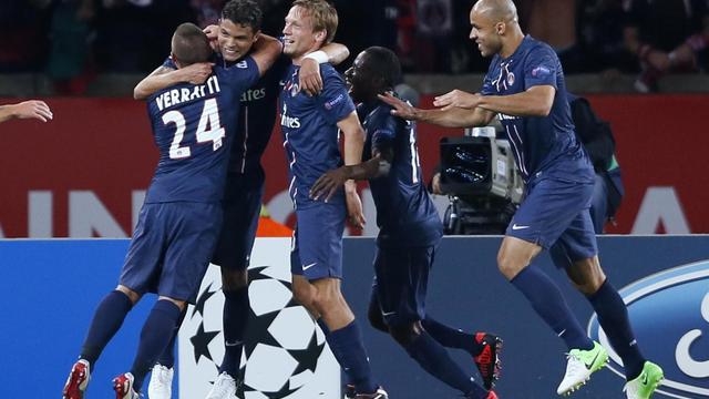 Le défenseur du PSG Thiago Silva (2eG), buteur pour son premier match,  face au Dynamo kiev en Ligue des champions, le 18 septembre 2012 à Paris [Patrick Kovarik / AFP]