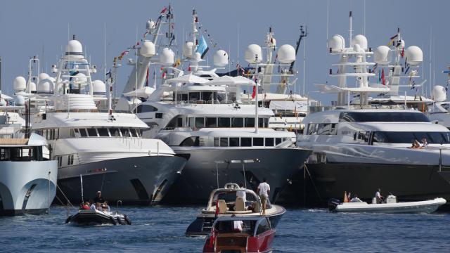 """Des yachts dans le port de Monaco, à l'occasion du salon annuel de la grande plaisance """"Monaco Yacht Show"""", le 19 septembre 2012 [Valery Hache / AFP]"""