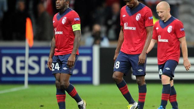 Les joueurs de Lille déçus après leur défaite face au BATE Borisov en Ligue des champions, le 19 septembre 2012, à Villeneuve d'Ascq. [Philippe Huguen / AFP]