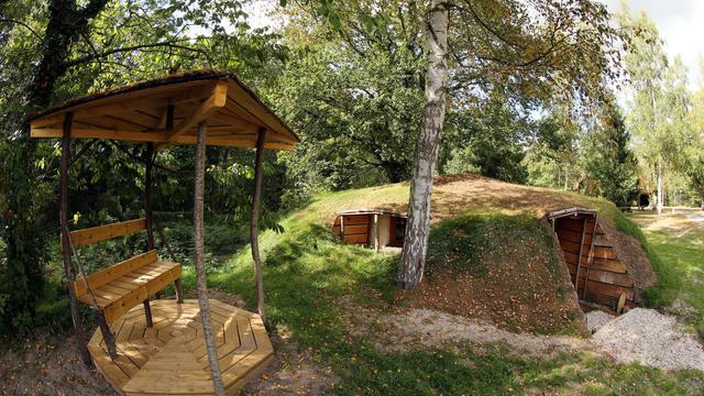 """Une cabane, sur le site du """"nid dans les bruyères"""", à Fère-en-Tardenois, le 18 septembre 2012, dans le nord de la France [Francois Nascimbeni / AFP]"""
