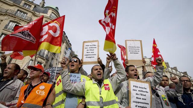Des employés de PSA manifestent à Paris, le 20 septembre 2012 [Joel Saget / AFP/Archives]