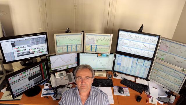 Jean-Louis Cussac, un des traders indépendants les plus écoutés, le 13 septembre 2012 dans son bureau à Paris [Eric Piermont / AFP]