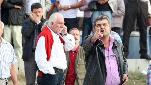 Des proches de soldats turcs réagissent à une décision de justice, le 21 septembre 2012 à Silivri [ / AFP]