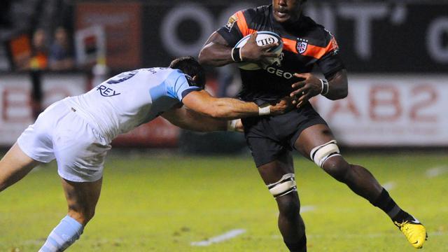 Le Toulousain Yannick Nyanga (d) face à Bayonne, le 21 septembre 2012 au stade Jean-Dauger. [Gaizka Iroz / AFP]