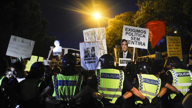 Des policiers encadrent une manifestation le 22 septembre 2012 à Lisbonne [Patricia de Melo Moreira / AFP/Archives]