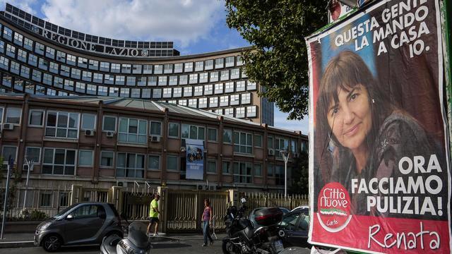 Une affiche de Renata Polverini devant la siège de la région de Rome, le 25 septembre 2012 [Andreas Solaro / AFP]