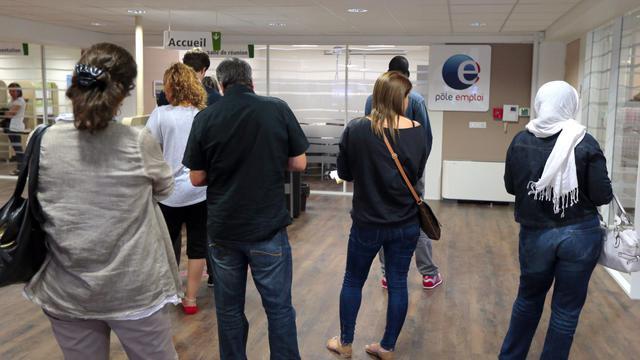 File d'attente dans une agence de Pôle Emploi le 10 septembre 2012 à Pontault-Combault [Jacques Demarthon / AFP/Archives]