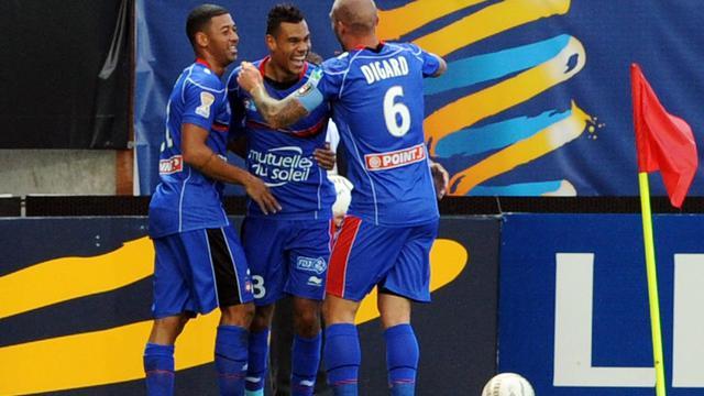 La joie des Niçois après le but de Thimothée Kolodziejczak, en Coupe de la Ligue, le 26 septembre 2012 à Brest. [Fred Tanneau / AFP]