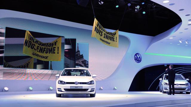 La banière de Greenpeace au Mondial de l'automobile à Paris le 27 septembre 2012 [Eric Piermont / AFP]