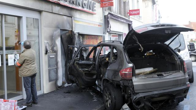 Une voiture utilisée pour l'attaque d'un Un distributeur automatique de billets  le 28 septembre 2012 à Saint-Amand-les-Eaux [Francois Lo Presti / AFP]
