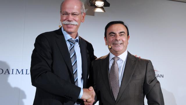(De d à g), Carlos Ghosn, PDG de Renault et de Nissan, et Dieter Zetsche, patron de Daimler le 28 septembre 2012 à Paris [Eric Piermont / AFP]