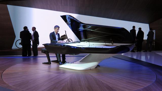 Le piano à queue de Peugeot, le 27 septembre 2012 au Mondial de l'automobile à Paris [Eric Piermont / AFP]