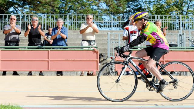 Robert Marchand sur son vélo, le 28 septembre 2012 au vélodrome de Lyon [Philippe Desmazes / AFP]