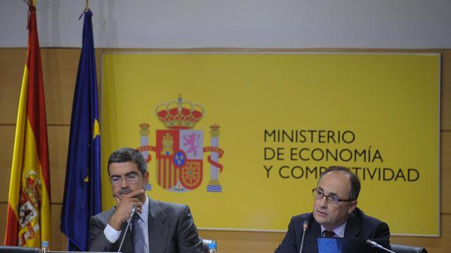 Le secrétaire d'Etat à l'Economie Fernando Gimenez (g) et le vice-gouverneur de la Banque d'Espagne, Fernando Restoy, le 28 septembre 2012 à Madrid [Pedro Armestre / AFP]