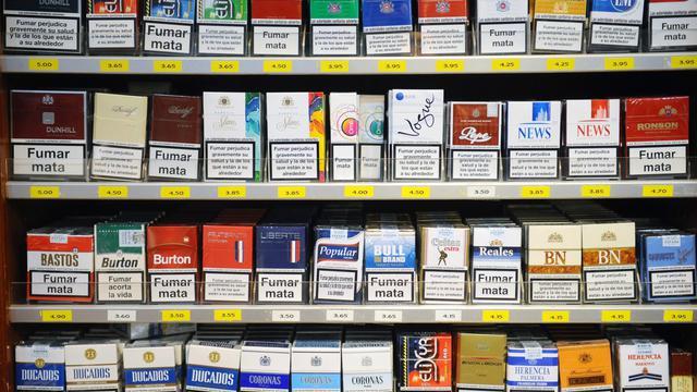 Des paquets de cigarette dans un tabac à la frontière franco-espagnole [Remy Gabalda / AFP]