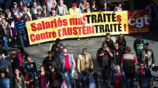 Des manifestants défilent à Paris contre l'austérité le 30 septembre 2012 [Bertrand Langlois / AFP]