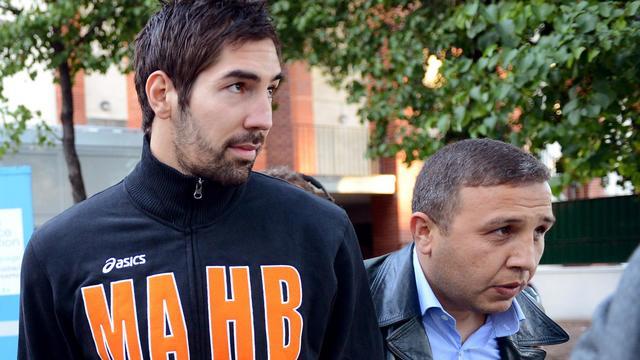 Nikola Karabatic lors de son interpellation le 30 septembre 2012 au stade Pierre de Coubertin à Paris [Franck Fife / AFP]