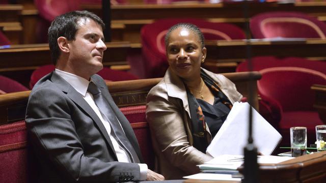 La ministre de la Justice, Christine Taubira, avec le ministre de l'Intérieur, Manuel Valls, le 16 octobre 2012 au Sénat [Eric Feferberg / AFP/Archives]