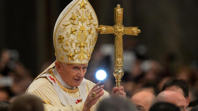 Le pape Benoît XVI célèbre la messe de minuit pour Noël à la basilique Saint-Pierre de Rome, le 24 décembre 2012 [Vincenzo Pinto / AFP]