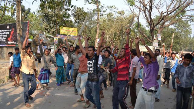 Une manifestation après la condamnation à mort d'une figure de l'opposition au Bangladesh, le 28 février 2013 près de Dacca [ / AFP]