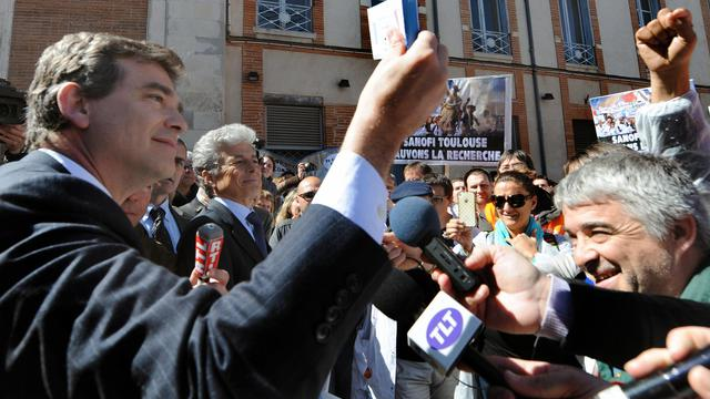 Le ministre du Redressement productif, Arnaud Montebourg, devant des salariés de Sanofi, à Toulouse le 17 mai 2013 [Pascal Pavani / AFP]