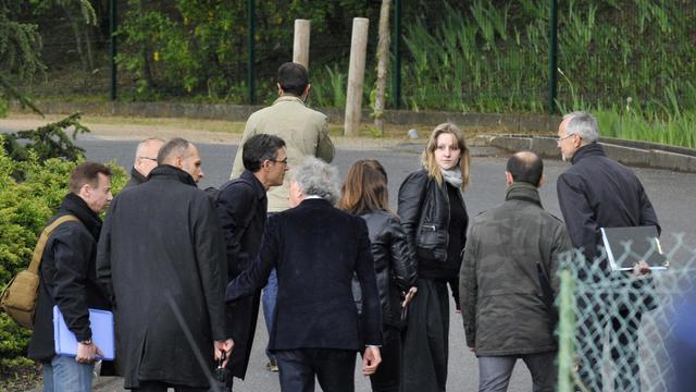 La mère de Fiona, la fillette disparue le 12 mai à Clermont Ferrand, participe à une reconstitution, le 17 mai 2013 [Thierry Zoccolan / AFP]
