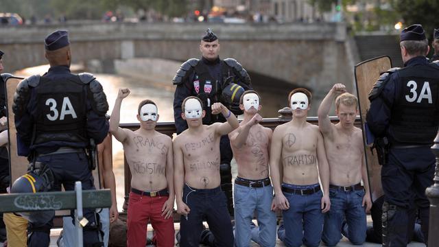 Des opposants au mariage homosexuel réunis à Paris, le 17 mai 2013 [Miguel Medina / AFP]