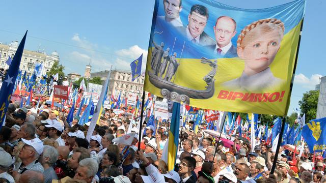 Des milliers de personnes manifestent à Kiev pour la libération de l'ex-Premier ministre Ioulia Timochenko, le 18 mai 2013 [Sergei Supinsky / AFP]