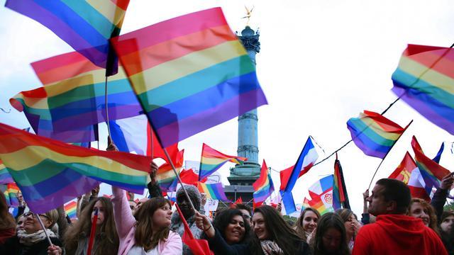 """Des personnes assistent au """"Concert pour tous!"""" en faveur du mariage homosexuel, le 21 mai 2013 à la Bastille à Paris [Thomas Samson / AFP]"""